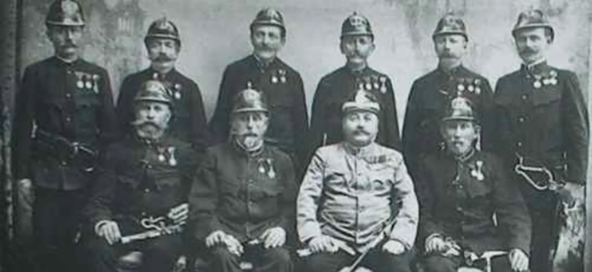 Kommandant Julius v. Szabo mit den Mitgliedern des Kommandos im Jahr 1889